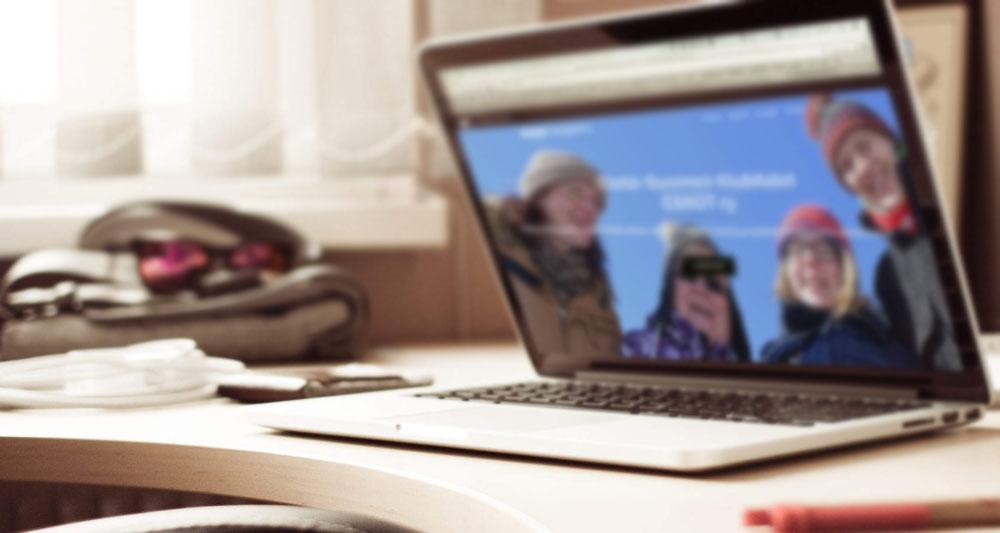 ESKOT ry:n verkkosivut tietokoneen näytöllä